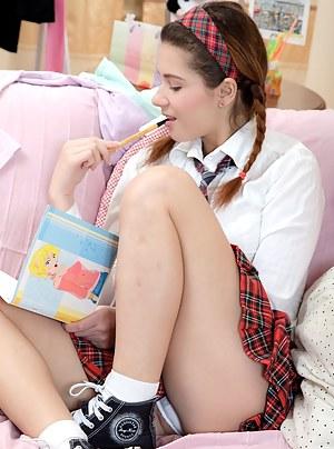 Naked Teen Schoolgirl Porn Pictures