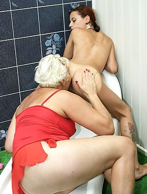 Naked Lesbian Teen Ass Licking Porn Pictures