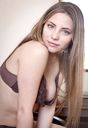 Naked Teen Bra Porn Pictures