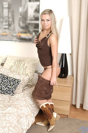 Naked Teen Boots Porn Pictures